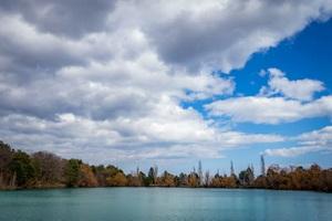 бирюзовое озеро запрудное